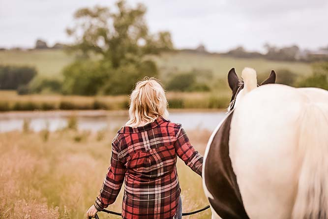 https://emmalowehorsephotography.co.uk/wp-content/uploads/2018/09/Horse-and-owner-photo-Nicola-1.jpg