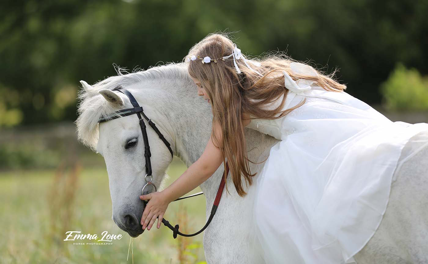 https://emmalowehorsephotography.co.uk/wp-content/uploads/2018/09/Horse-andrider-photo-blue1.jpg